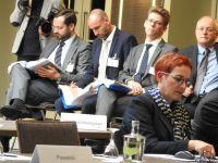 Hintergrund_von_li_3_Referenten_und_Pressesprecher