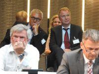 Im_Hintergrund_die_Verwaltung_mit_den_Herren_Wilken_und_Konrad