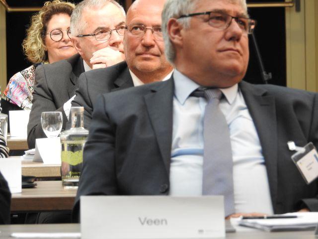 vorne_Hans-Werner_Veen_Vorstandsmitglied_dahinter_Ruediger_Herrmann_Fraktionsvorsitzender